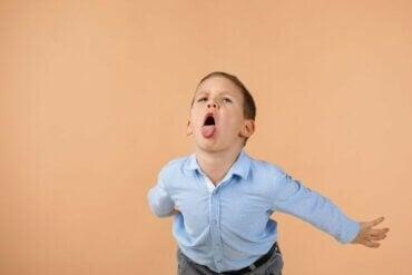 Comment corriger efficacement les enfants qui utilisent des injures ?