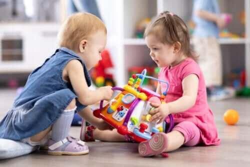 Un jeu de socialisation entre enfants, technique d'évaluation.