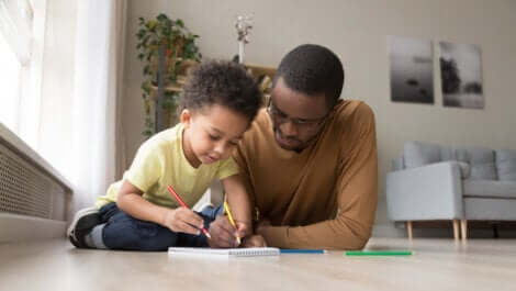 Les jeux avec du papier et un stylo.