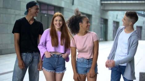 Un groupe d'adolescents.