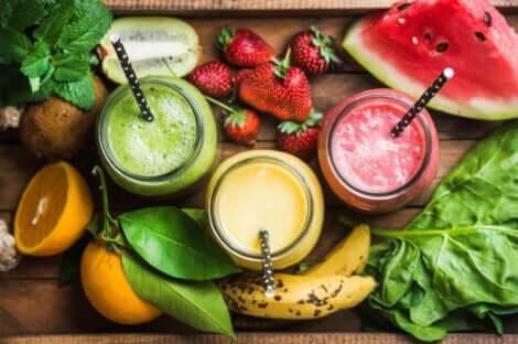 Des smoothies aux fruits.