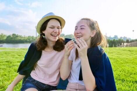 Des amies adolescentes.