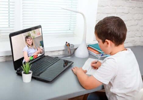 Une classe en ligne.