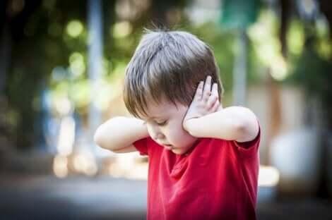 Un enfant autiste.