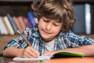 Apprendre à écrire avec la méthode Montessori