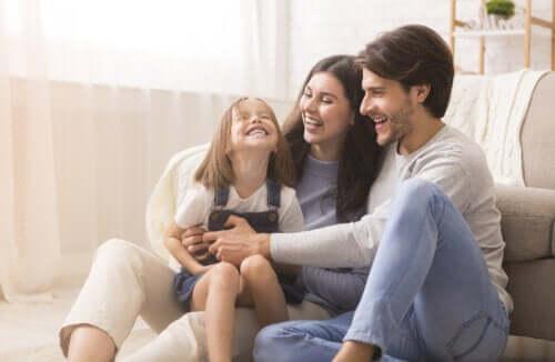 Parents et enfants heureux : règle de base de l'éducation