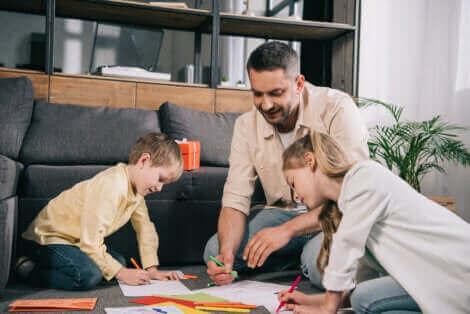 Un père dessinant avec ses enfants.
