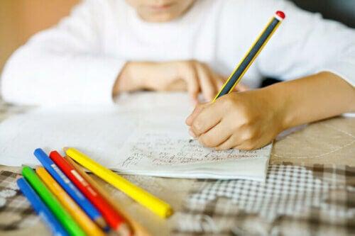 Pourquoi est-il bon que vos enfants apprennent à écrire à la main ?