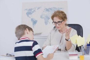 Pourquoi mon fils a de mauvaises notes et comment l'aider