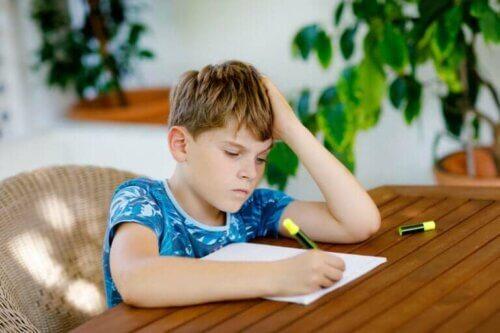 Les enfants qui ne veulent pas faire leurs devoirs : que faire ?
