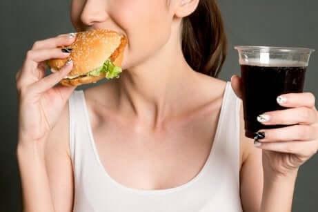 La mauvaise alimentation d'une femme.