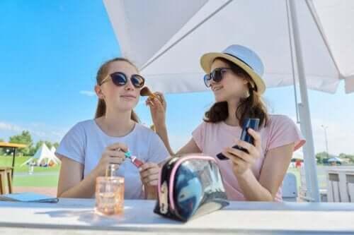 Adolescentes et maquillage : 10 astuces pour prendre soin de la peau