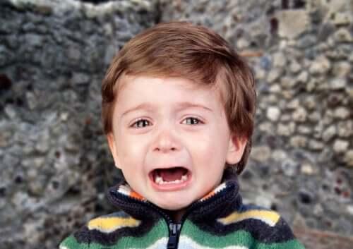 4 astuces pour que votre enfant ne crie pas en public