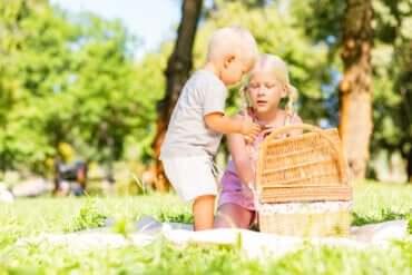 Le panier à trésors : un jeu pour stimuler votre enfant