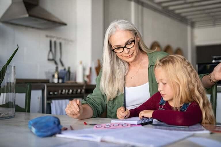 4 activités pour travailler l'expression écrite à la maison