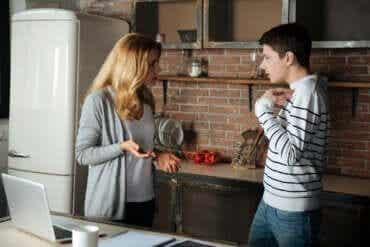 Être une mère intrusive : les conséquences