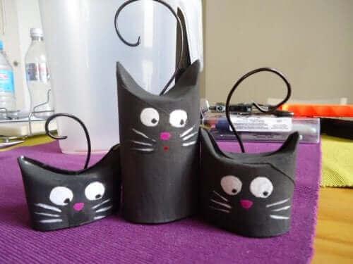 Des chats en papier activité avec du matériel recyclable .