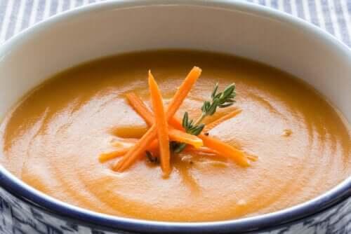 Crème de carottes et d'orange, une des recettes aux fruits pour les enfants.