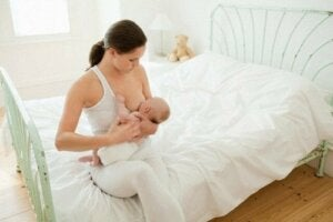 Combien de temps doit dormir le bébé avant de se nourrir ?