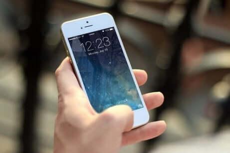 Un téléphone portable.