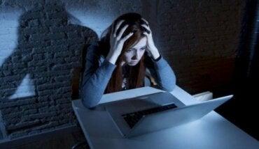 Qu'est-ce que la cyberintimidation, le sexting et le grooming?