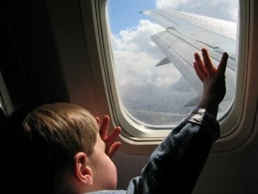 Comment voyager en avion avec des enfants