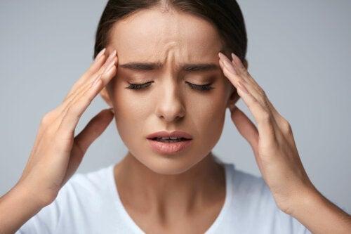 Maux de tête post-partum: tout ce que vous devez savoir