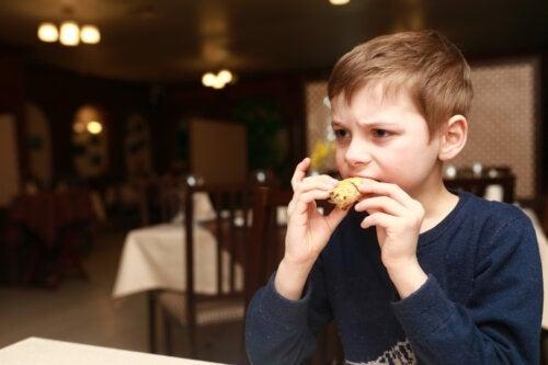 4 signes que votre enfant mange trop de sel