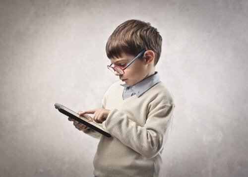 Conseils pour les parents d'enfants accros aux tablettes