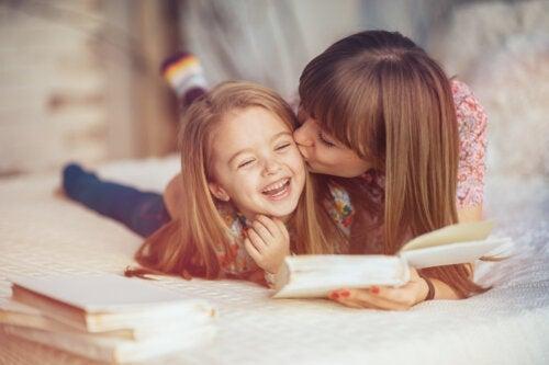 Mamans avec beaucoup de travail et peu de temps : 4 habitudes qui vous aideront à vous connecter avec votre enfant