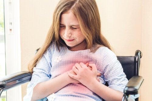 Douleur thoracique chez les enfants : causes et quand aller chez le médecin