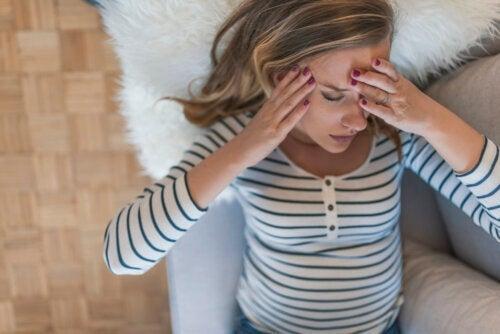 Astuces naturelles pour les maux de tête pendant la grossesse