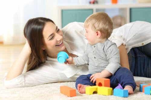Comment jouer avec un bébé?