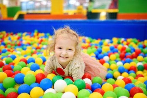 4 bienfaits de la piscine à balles pour les enfants