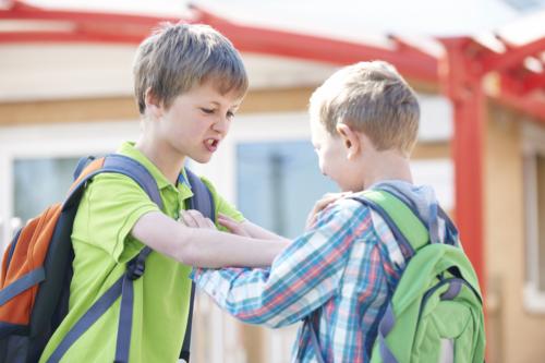La non-violence: une autre façon d'apprendre aux enfants à se défendre