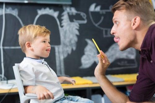 Comment allonger le frein lingual des enfants?