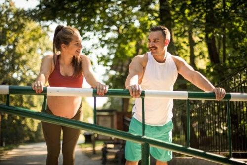 5 exercices en couple pour femmes enceintes