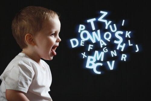 Que comprend un enfant de trois ans quand on lui parle ?