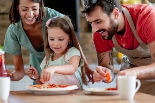 4 astuces pour cuisiner en famille