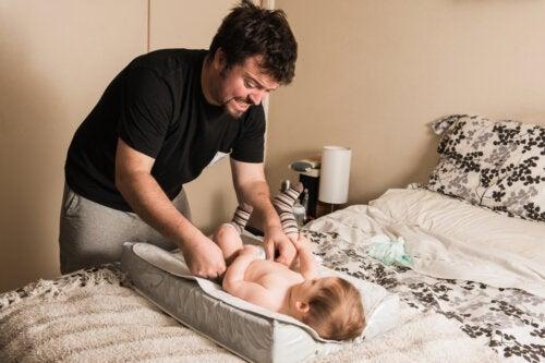 Le père qui s'occupe de ses enfants n'aide pas la mère, il exerce sa paternité
