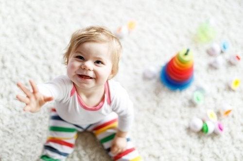 Exercices et activités pour apprendre à votre bébé à s'asseoir